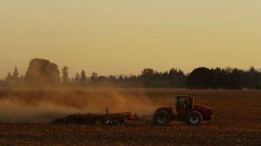 Tractor plowing field — Stock Video