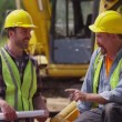 Two workers talking — Stock Video #65814337