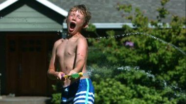 Boys having squirt gun fight — Stock Video