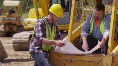 Two blue collar workers — Stock Video