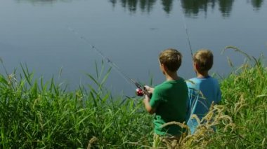 Young boys fishing — Stock Video
