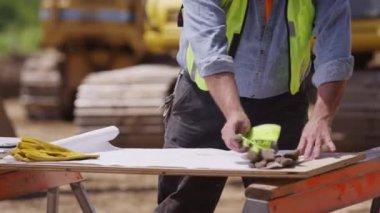 Worker looking over plans — Stock Video