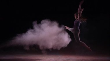 Colored powder hitting dancing girl — Stock Video