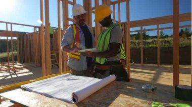 Workers using digital tablet — Stock Video