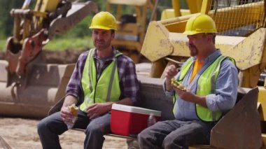 Workers having lunch — Stock Video