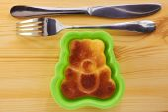 Cinnamon cake in the shape of a bear cub — Stock Photo