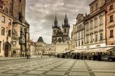 The Old Market Square and Church of Our Lady before Tyn in Prague — Stockfoto