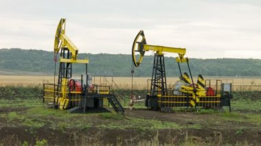 Two oil pumps at work — Stock video
