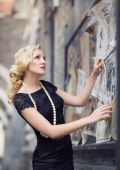 European woman in retro style in Shanghai, China — Stock Photo