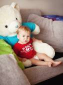 Little boy with a big toy bear — Stock Photo