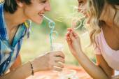 Teenage couple smiling with cocktail — Zdjęcie stockowe