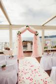 Bruiloft eiland en arch met uitzicht op zee — Stockfoto