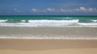 Wild beach sea waves nobody in Vietnam — Stock Video