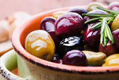 Olives in bowl — Stock Photo