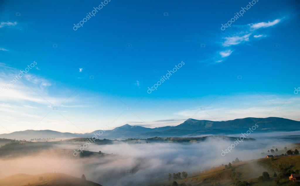 Фотообои Мистический туман в горах