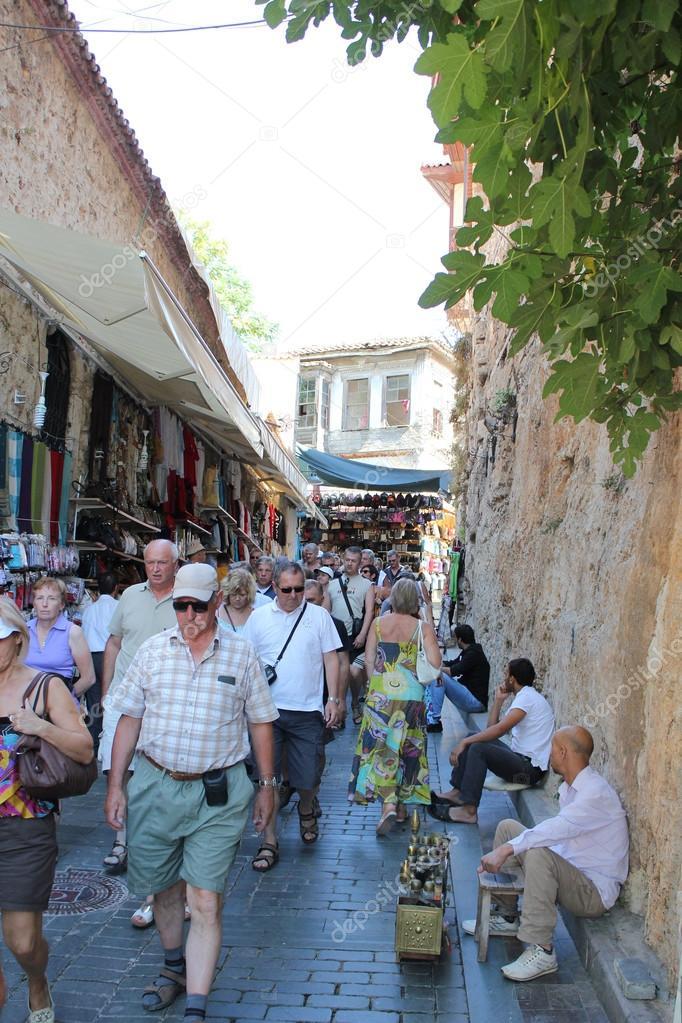 Old town Kaleici in Antalya. People walk down the street – Stock Editorial Ph...