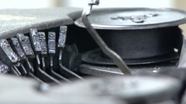 Work old typewriter — Stock Video