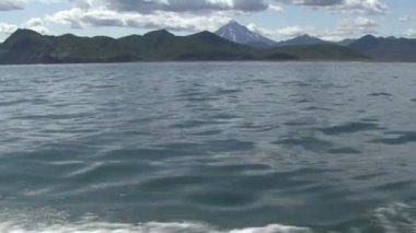 Vilyuchinskaya hoes. View from the Pacific Ocean. — Stock Video