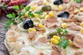 Pizza with corn, tuna, onions , olives — 图库照片