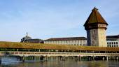 Historical wooden Chapel Bridge and tower in Lucerne — Stock Photo