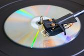 Cd disk üzerinde bir pikap yakın çekim yan görünüm seçici odak — Stok fotoğraf