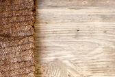 Jambières bois tricotés sur fond en bois avec espace copie — Photo