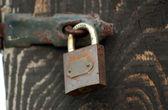 Old Wooden door locked with rusty padlock — Foto Stock