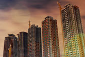 Dźwigi budowlane drapacze chmur — Zdjęcie stockowe