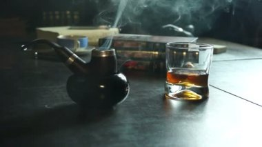 Tobacco pipe, smoke and whiskey — Vídeo stock