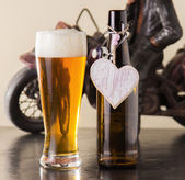 Pint of frothy beer with a heart — Stock Photo
