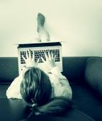 Businesswoman write on computer, education,woman lying on the so — Stock Photo