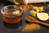 Honey and spices on dark table — Stock Photo