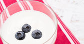 Yogurt with blackberry — Stock Photo