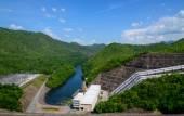 Electricity from hydropower plants, dams Srinakarin.Beautiful na — Stockfoto
