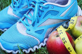 Sneakers, centimeter, red apples, weight loss, running, healthy eating, healthy lifestyle concep — Stock Photo