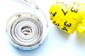 Vegetables and fruits for weight loss, a measuring tape, diet, weight loss — Stockfoto