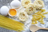 Still life with raw homemade pasta and ingredients for pasta..process of cooking pasta — Stock Photo
