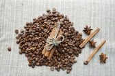 Coffee beans,cinnamon sticks,star anise,spices — Fotografia Stock