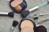 Makeup Eyeliner brush with bottle ,set of cosmetics,Make-up and brushes,powder, puff, mascara, eyeliner on wood table — Fotografia Stock