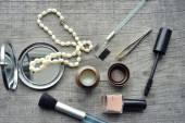 Makeup Eyeliner brush with bottle ,set of cosmetics,Make-up and brushes,powder, puff, mascara, eyeliner on wood table — Stockfoto