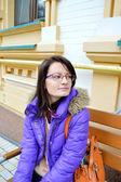 Молодые, красивые, Темноволосая девушка в очках — Стоковое фото