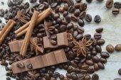 Čokoláda, káva, skořice, lískových oříšků, badyáník pravý — Stock fotografie