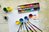 Malarstwo, farby, pędzle do malowania, papier pejzaż, kreatywność na drewniane tła — Zdjęcie stockowe