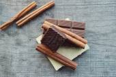 Chocolate bars and pieces with cinnamon — Stock Photo