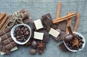 Chocolate bars, candies, cinnamon, anis and coffee beans — ストック写真