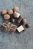 Çikolata ve fındık çeşitli parçaları — Stok fotoğraf