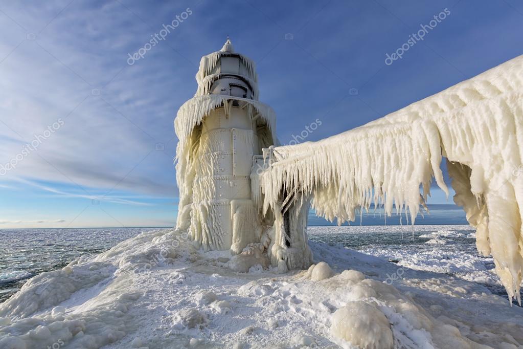 Eis-Vorhänge auf St. Joseph Leuchtturm im Winter — Stockfoto ...