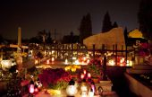 Candle flames illuminating  cemetery during All Saint's Day — Stock Photo