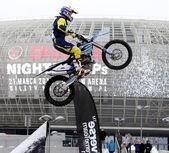 Ankündigung der Weltmeisterschaft im Fmx - Diverse springen der Nacht in Krakau anzeigen — Stockfoto