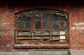 Fenster in slums — Stockfoto